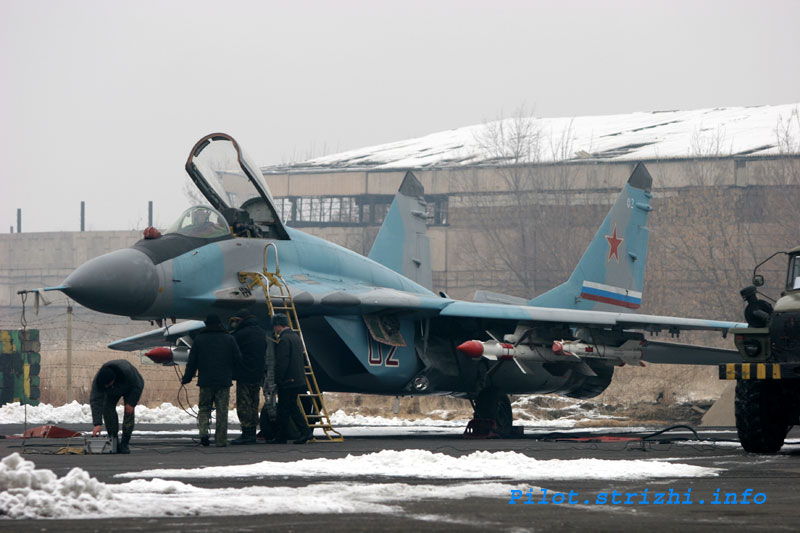 http://bemil.chosun.com/nbrd/files/BEMIL085/upload/2007/03/MiG-29%20at%20Erebuni%20Airbase%202.jpg