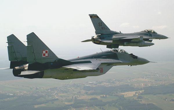 1989년 에어쇼에 참가하기 위해 알래스카 영공을 통과하는 소련 공군의 MiG-29