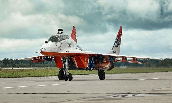 미 공군의 F-16C와 비행 중인 폴란드 공군의 MiG-29A. 비록 두 기종간의 직접적인 교전은 없었지만 라이벌이라 부를만 하다.
