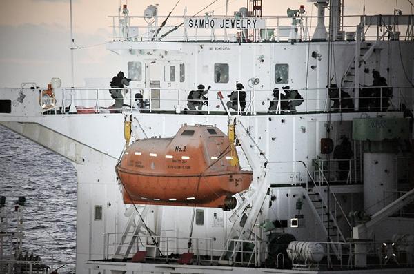 미 해군 SEAL이 사용 중인 MP5N <출처 : http://en.wikipedia.org>